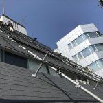 淀川区で8階建てビルのシングル屋根の改修工事を行っています。