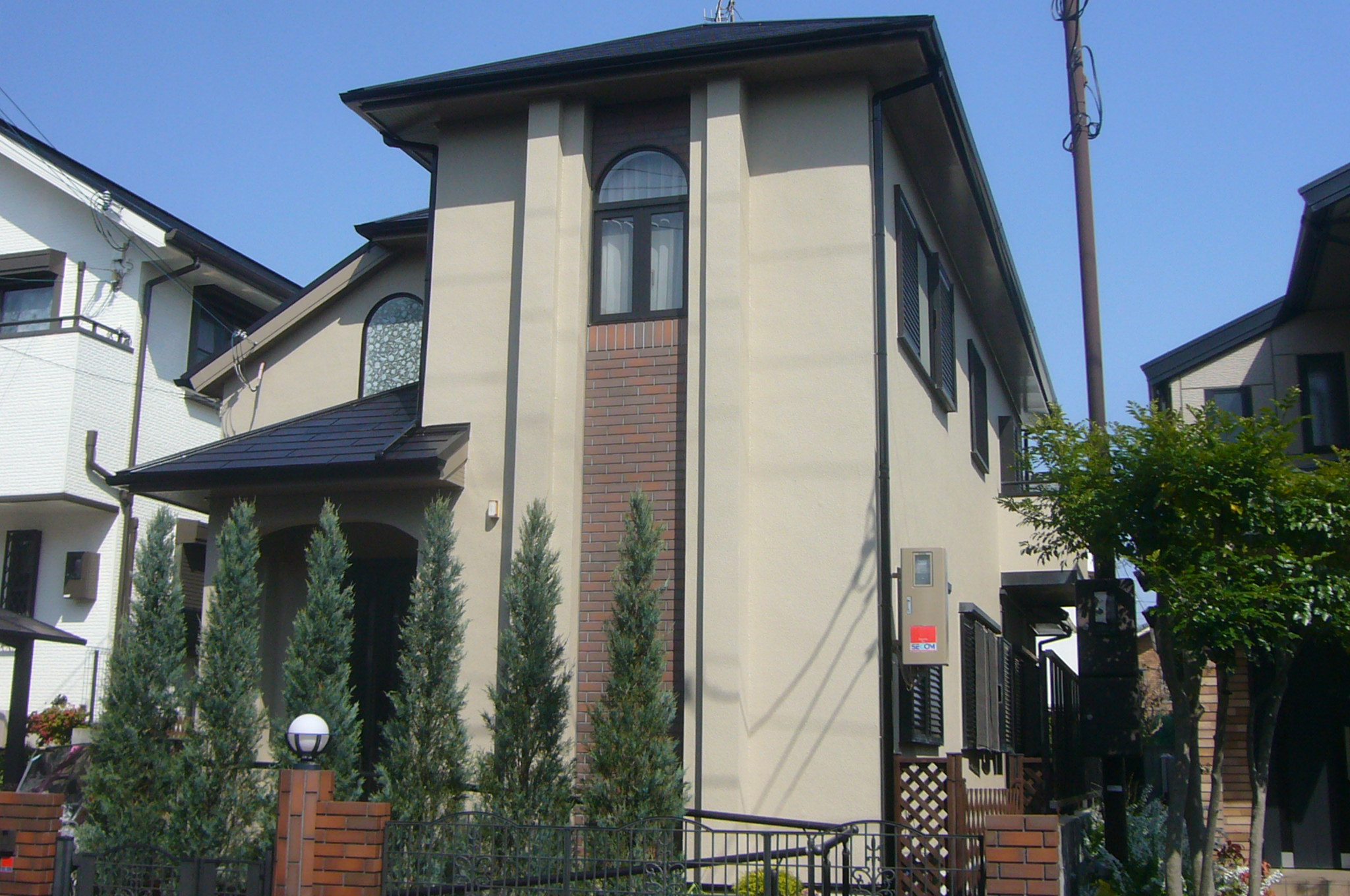 箕面市で和風調外壁と屋根遮熱塗装を施工しました。