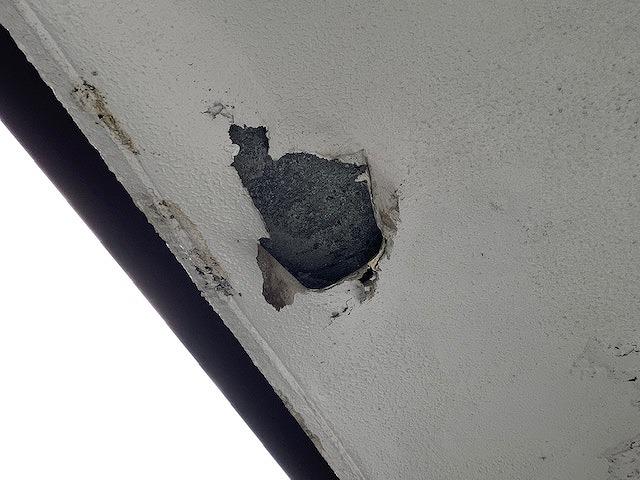 吹田市で水性塗料を使用して軒天補修と塗装を行った2階建て住宅